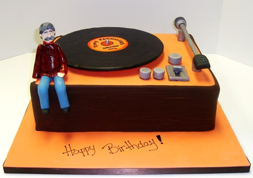 4 anos de AAP !! Old-fashioned-turntable